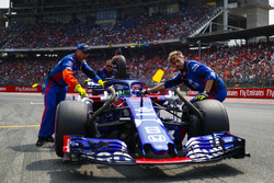 Brendon Hartley, Toro Rosso STR13, arrives on the grid