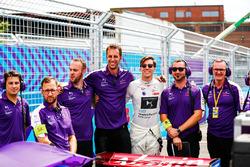 Alex Lynn, DS Virgin Racing, with his team