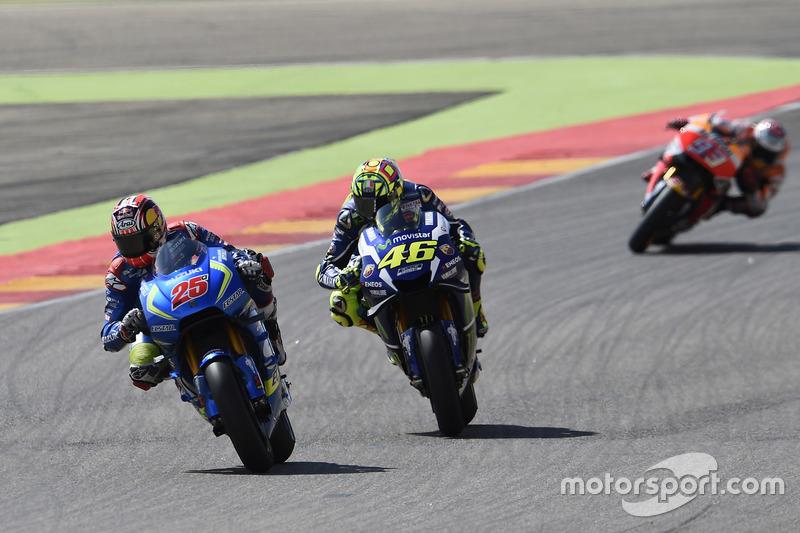 Duel entre Viñales et Rossi en tête de course