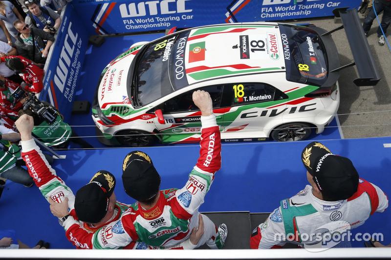Podium: Sieger Tiago Monteiro, Honda Racing Team JAS, Honda Civic WTCC; 2. Mehdi Bennani, Sébastien Loeb Racing, Citroën C-Elysée WTCC; 3. Rob Huff, Honda Racing Team JAS, Honda Civic WTCC
