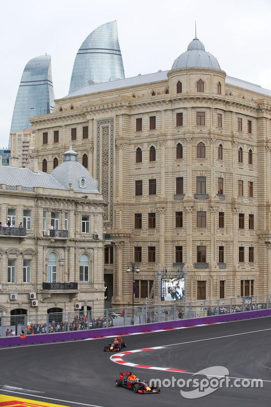 Daniel Ricciardo, Red Bull Racing RB12 lidera a Max Verstappen, Red Bull Racing RB12