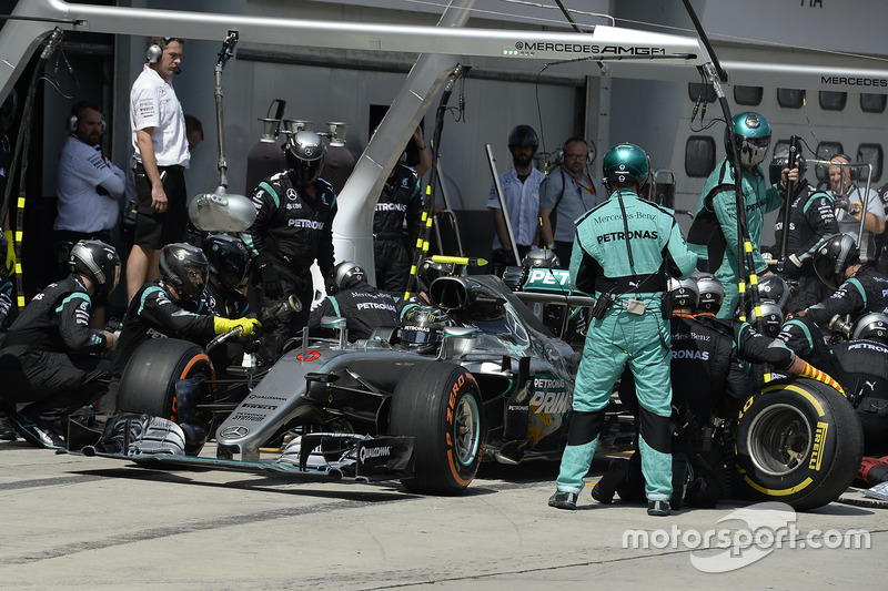 Nico Rosberg, Mercedes AMG F1 W07 Hybrid, pit action