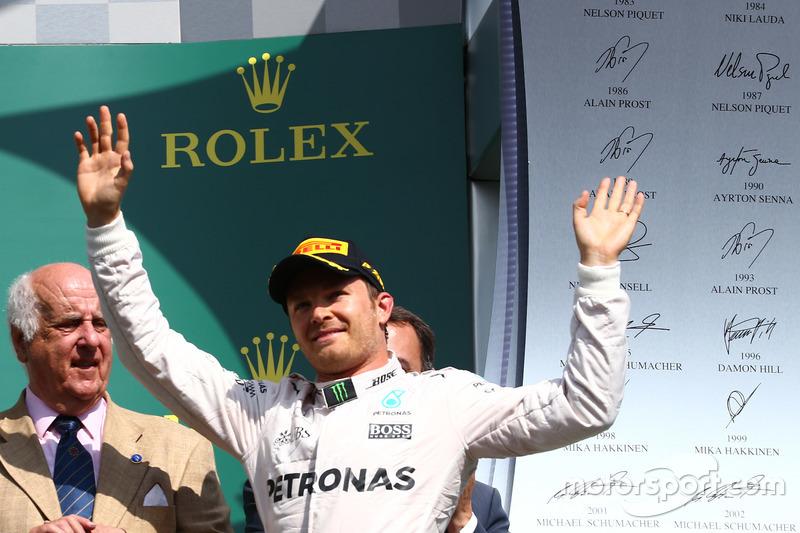 Podio: il vincitore della gara Nico Rosberg, Mercedes AMG Petronas F1 W07