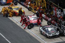 Kevin Harvick, Stewart-Haas Racing Chevrolet, Austin Dillon, Richard Childress Racing Chevrolet, et Joey Logano, Team Penske Ford