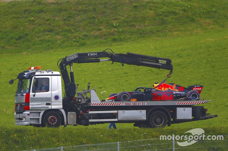 Mobil Red Bull Racing RB14 Max Verstappen diangkut truk