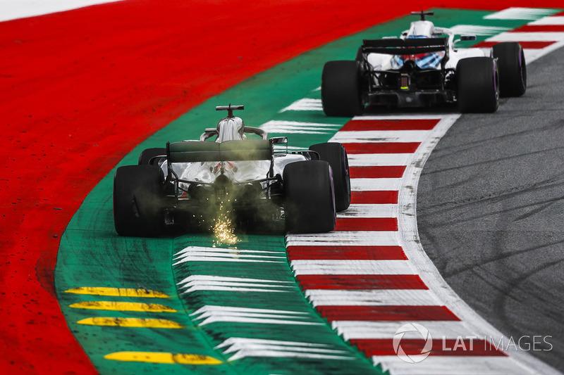 Lewis Hamilton, Mercedes-AMG F1 W09 sparks