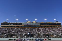 Denny Hamlin, Joe Gibbs Racing Toyota, Ricky Stenhouse Jr., Roush Fenway Racing Ford
