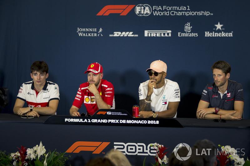 Charles Leclerc, Sauber, Sebastian Vettel, Ferrari, Lewis Hamilton, Mercedes-AMG F1 e Romain Grosjean, Haas F1, nella conferenza stampa