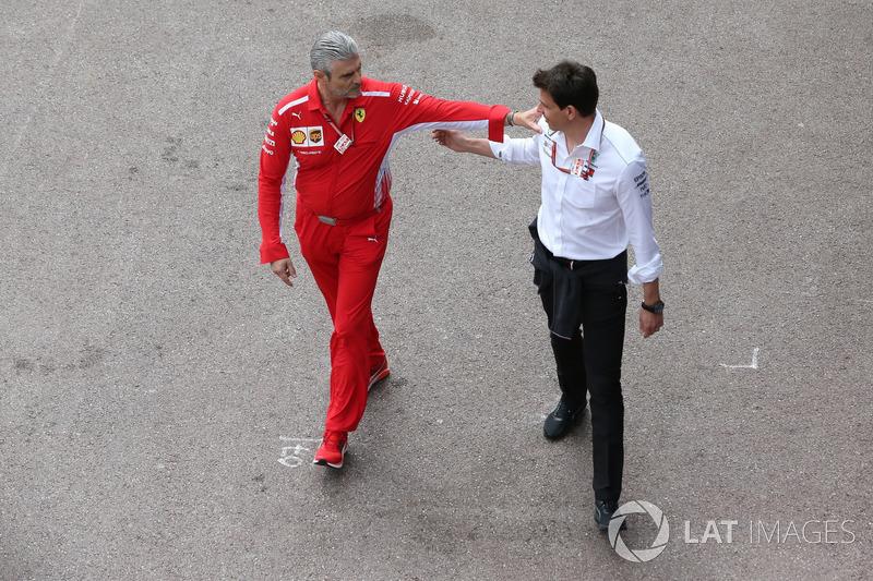 Maurizio Arrivabene, Team Principal, Ferrari, with Toto Wolff, Executive Director (Business), Mercedes AMG