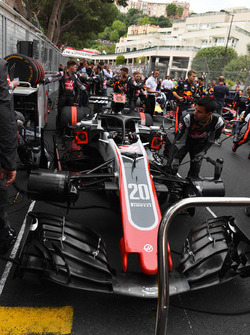 Romain Grosjean, Haas F1 Team VF-18 on the grid