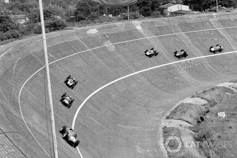 Tony Brooks, Ferrari Dino 246 devant Stirling Moss, Cooper T51 Climax