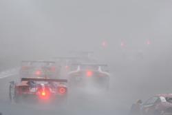Azione in pista con la nebbia