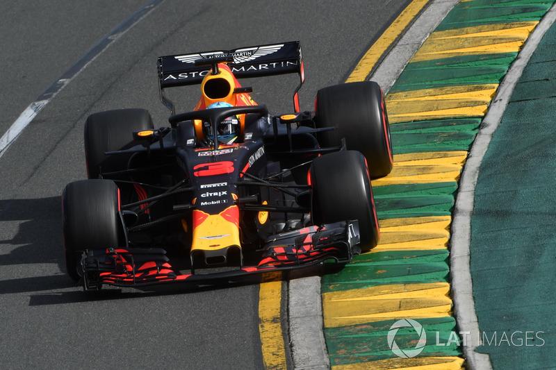 Daniel Ricciardo na volta 45: Rádio: Queira se aproximar agora na última parte da corrida. Você quer atacar em toda volta? Ricciardo: Não quero deixá-lo respirar.