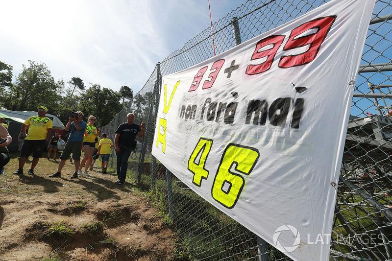 Os fãs de Valentino Rossi comparecem em massa no mundo todo, mas é em Mugello que eles se destacam.