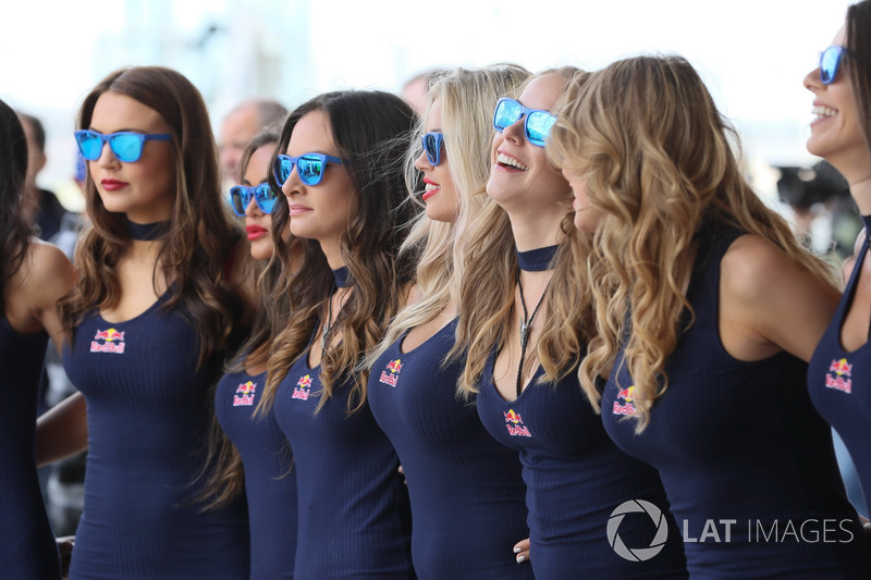 Les grid girls