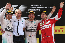 Podyum: Yarış galibi Nico Rosberg, Mercedes AMG F1, second place Lewis Hamilton, Mercedes AMG F1, third place Sebastian Vettel, Ferrari, Tony Ross, Mercedes AMG F1 Race Engineer