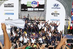 Podium: Winners Sébastien Ogier, Julien Ingrassia, M-Sport Ford WRT Ford Fiesta WRC with the team