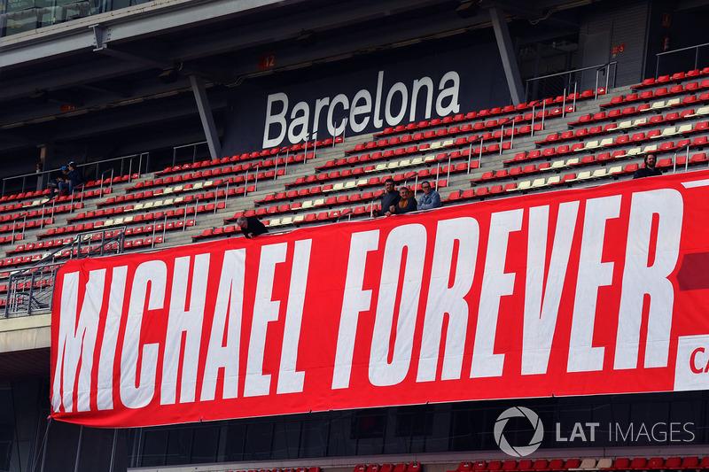 Баннер с именем Михаэля Шумахера