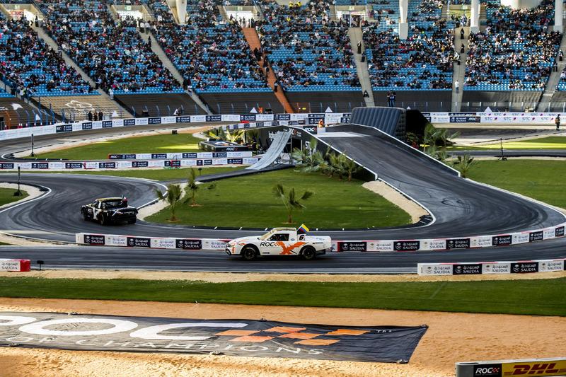 Juan Pablo Montoya conduce el Xtreme Pickup