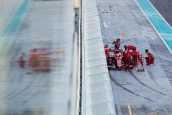 Себастьян Феттель, Ferrari SF70H, заїхав в бокси