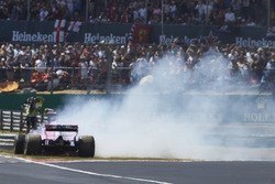 Sergio Perez, Force India VJM11, spins out at the start