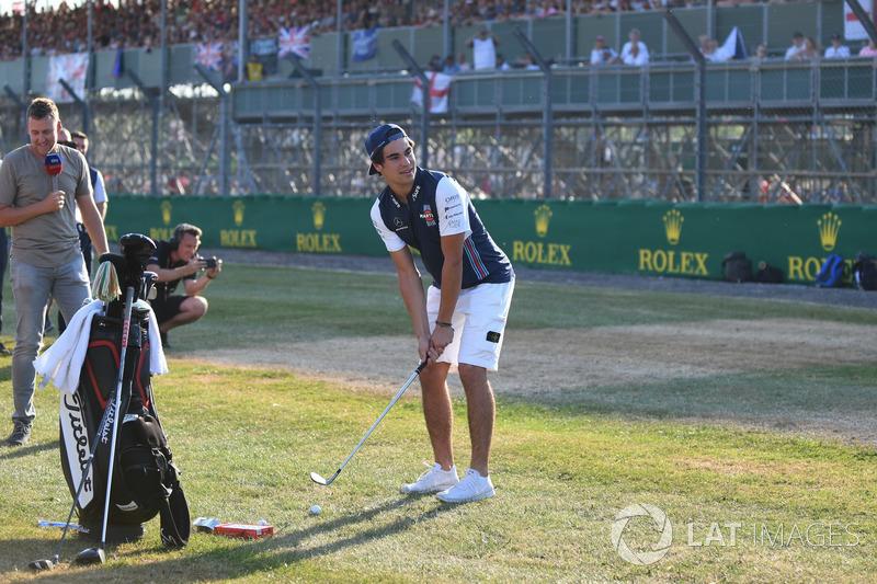Lance Stroll, Williams, gioca a golf