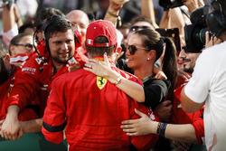 Kimi Raikkonen, Ferrari avec sa famille et son équipe dans le parc fermé