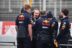 Paul Monaghan, Red Bull Racing Chief Engineer and Red Bull Racing mechanics