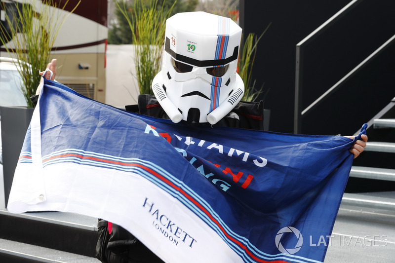 Williams fan in a fancy dress
