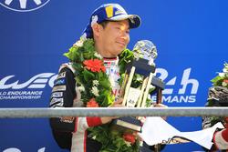 Podio general: los segundos, Mike Conway, Kamui Kobayashi, Jose Maria Lopez, Toyota Gazoo Racing