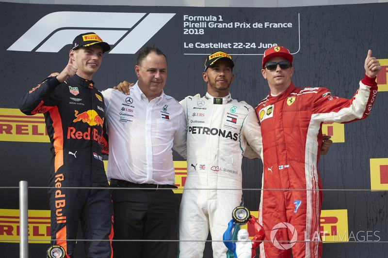 Max Verstappen terminou em segundo e Kimi Raikkonen fechou o pódio