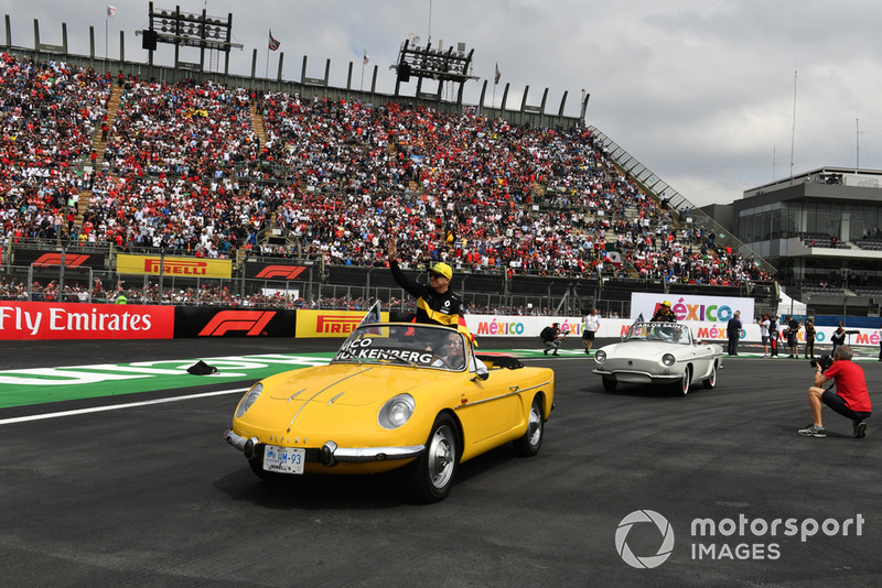 Nico Hulkenberg, Renault Sport F1 Team R.S. 18 on the drivers parade of Fernando Alonso, McLaren