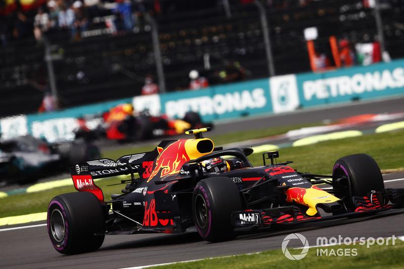 Max Verstappen, Red Bull Racing RB14, Lewis Hamilton, Mercedes AMG F1 W09 EQ Power+, y Daniel Ricciardo, Red Bull Racing RB14
