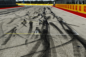 Tyre marks on the grid