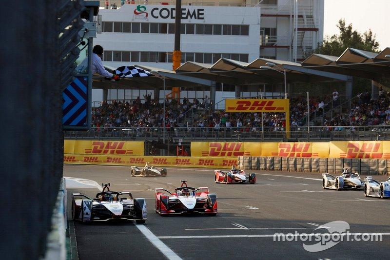 Lucas Di Grassi, Audi Sport ABT Schaeffler, Audi e-tron FE05, gana la carrera sobre Pascal Wehrlein, Mahindra Racing, M5 Electro
