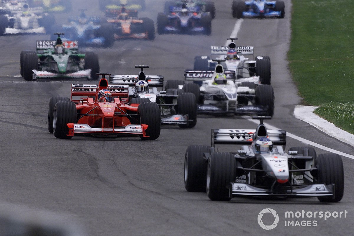 Mika Hakkinen, Mclaren MP4-15 leads at the start