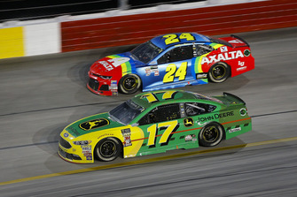 Ricky Stenhouse Jr., Roush Fenway Racing, Ford Fusion John Deere and William Byron, Hendrick Motorsports, Chevrolet Camaro AXALTA Throwback