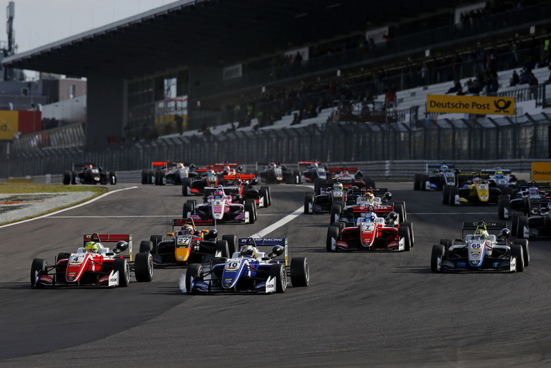 Arrancada, Mick Schumacher, PREMA Theodore Racing Dallara F317 - Mercedes-Benz, Nikita Troitskiy, Carlin Dallara F317 - Volkswagen