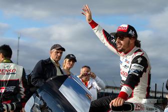 Il vincitore della gara #8 Toyota Gazoo Racing Toyota TS050: Fernando Alonso