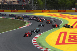 Kollision: Kimi Räikkönen, Ferrari SF70H; Max Verstappen, Red Bull Racing RB13