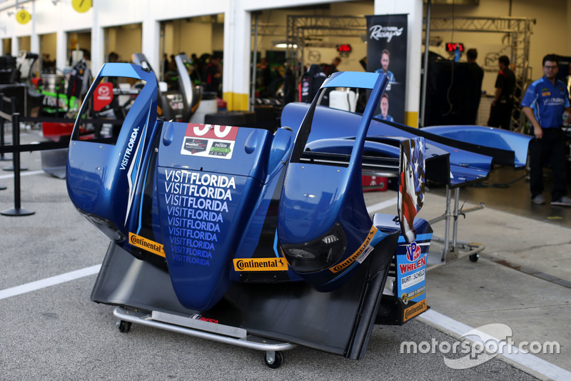 Garage of #90 VisitFlorida.com Racing Multimatic Riley LMP2: Marc Goossens, Renger van der Zande, René Rast