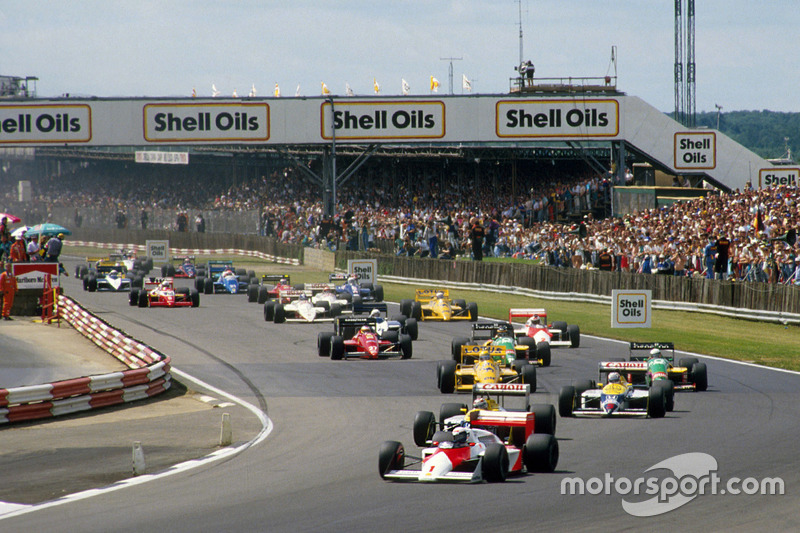 Alain Prost, McLaren MP4/3 devant Nelson Piquet et Nigel Mansell, Williams FW11B