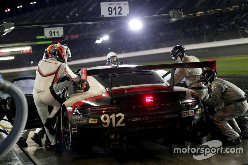 Pitstop, #912 Porsche Team North America Porsche 911 RSR: Kevin Estre, Laurens Vanthoor, Richard Lie