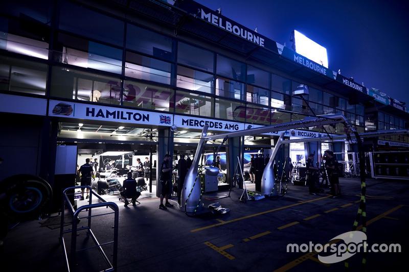 Garasi tim Mercedes