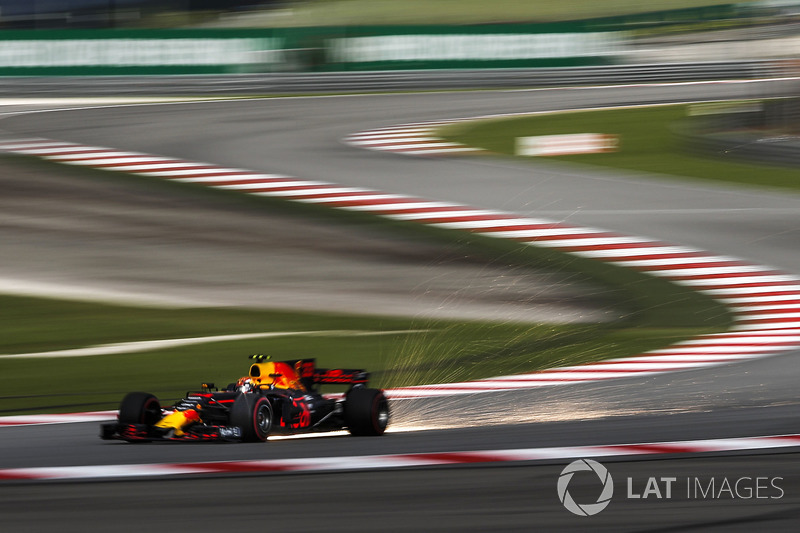 Макс Ферстаппен, Red Bull Racing RB13, іскрить