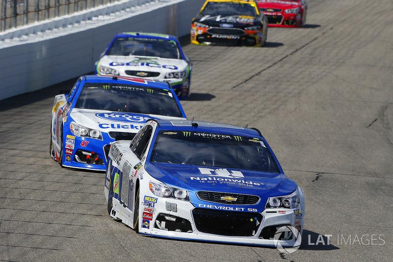 Dale Earnhardt Jr., Hendrick Motorsports Chevrolet, A.J. Allmendinger, JTG Daugherty Racing Chevrole
