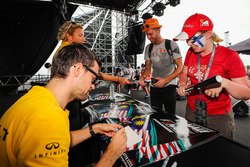 Jolyon Palmer, Renault Sport F1 Team signs autographs for the fans