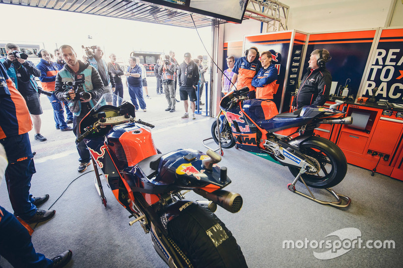 Box von Red Bull KTM Factory Racing