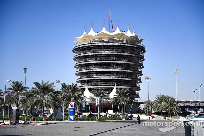 "<img src=""https://cdn-7.motorsport.com/static/img/cfp/0/0/0/0/17/s3/bahrain-2.jpg"" alt="""" width=""20"" height=""12"" />Башня Sakhir Tower (Международный автодром Бахрейна, Сахир)"