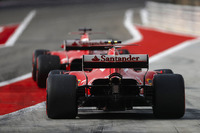 Sebastian Vettel, Ferrari SF70H; Kimi Räikkönen, Ferrari SF70H